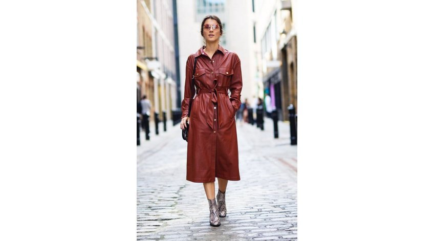 How to Accessorize a Leather Dress?