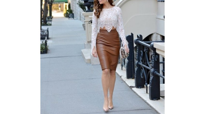 How to Style a Leather Skirt Casually?