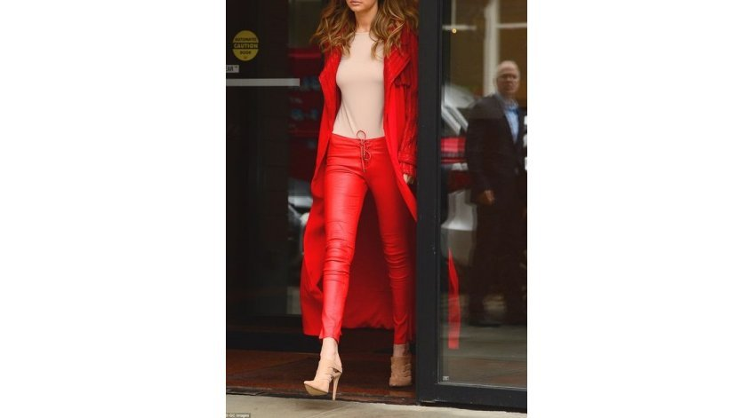 Style Tips for Women's Leather Pants